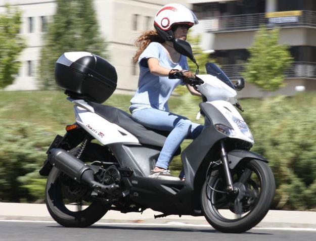 aeropuerto alquila una moto